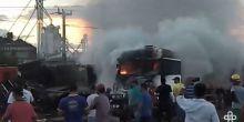 Internauta registra momento em que fogo em carreta em chamas é controlado após acidente em Campo Novo do Parecis