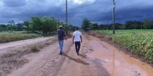 Vereadores Milton Soares e Cicero Santos da Silva percorrem estradas vicinais