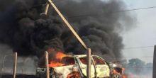 Caminhonete pega fogo após atingir poste de alta tensão em Juína