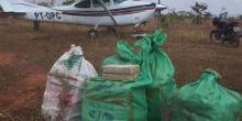Ex-delegado tenta atropelar policiais com avião e é preso com droga em MT