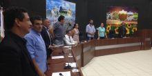 Vereadores são aplaudidos por funcionários públicos após votação do PCCV